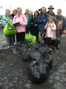 Group with collected litter.